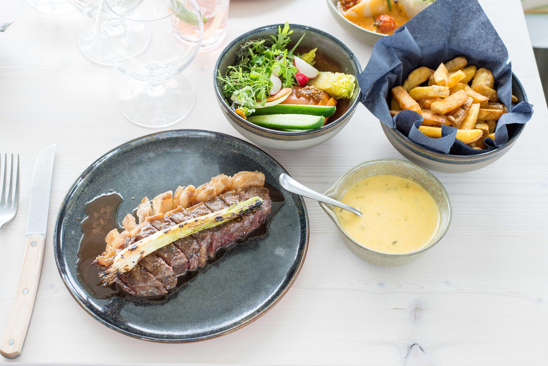 AIRrepublic Holstein BBQ, vegetable salad, bearnaise, fries