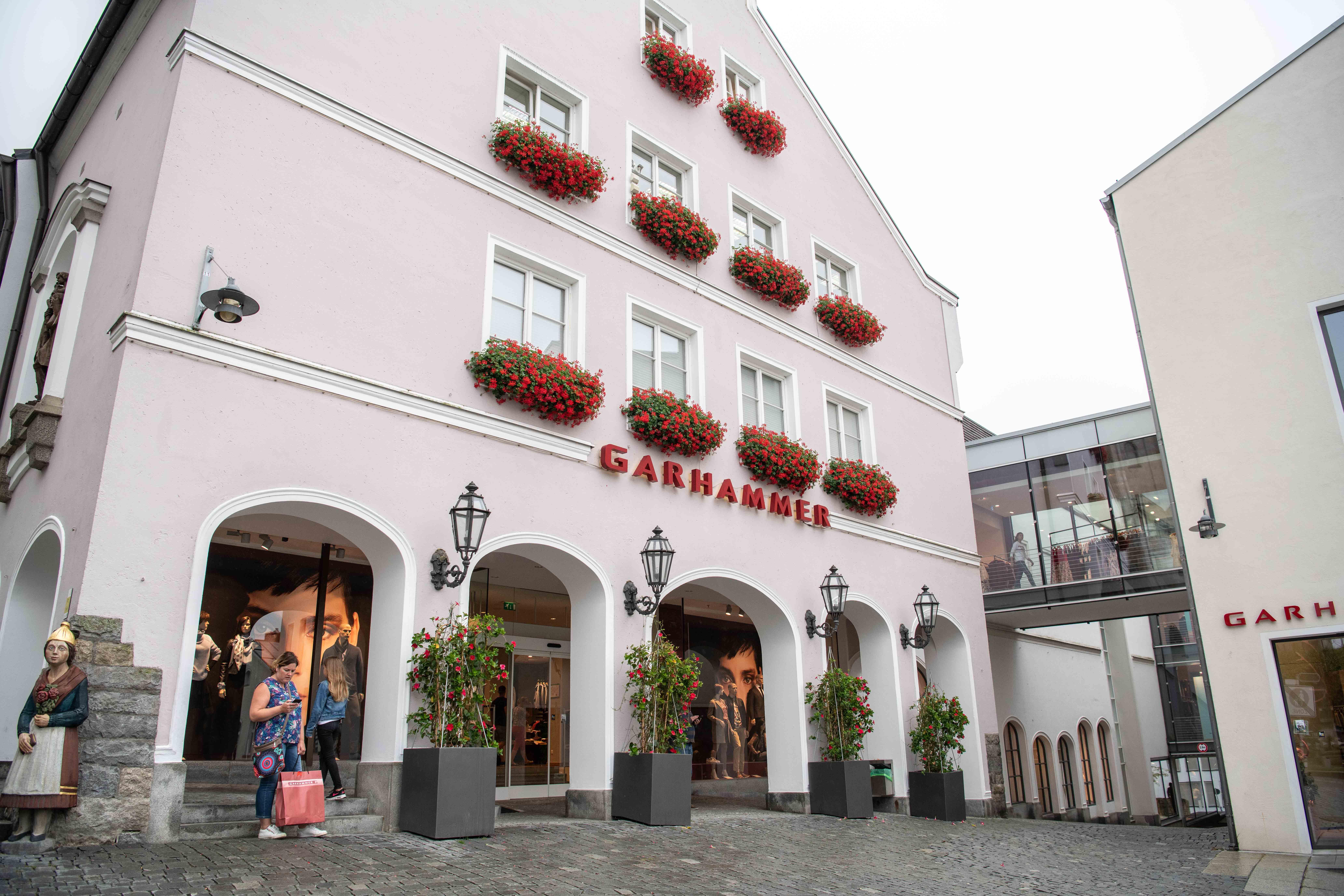 Restaurant Johanns Waldkirchen Außenansicht Modehaus Garhammer